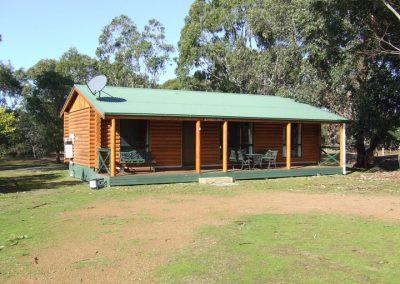 Banksia-Log-Cabin-2019-1